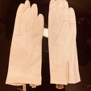 Accessories - Cream colored Italian leather gloves.